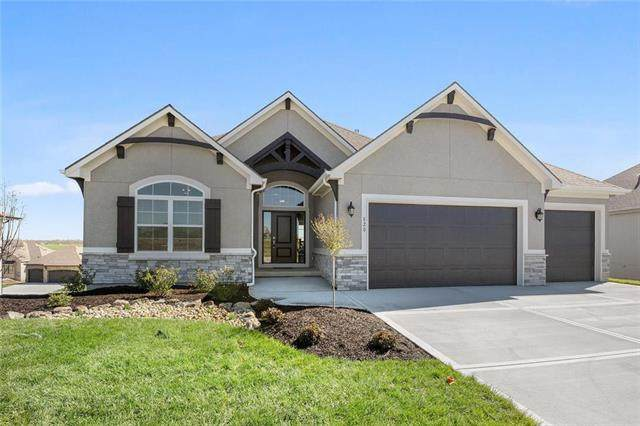 820 Bridgeshire Drive, Raymore, MO 64083 (#2213481) :: The Kedish Group at Keller Williams Realty