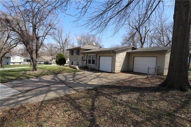 321 Manor Lane, Liberty, MO 64068 (#2213502) :: Ask Cathy Marketing Group, LLC