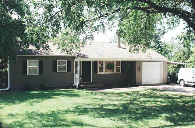 4722 Quivira Drive, Shawnee, KS 66216 (#2213611) :: House of Couse Group