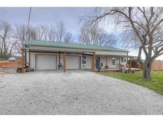 14966 174th Street, Bonner Springs, KS 66012 (#2213865) :: Edie Waters Network