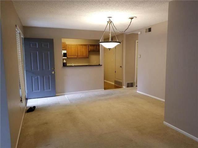 8802 W 106 Terrace, Overland Park, KS 66212 (#2213888) :: Team Real Estate