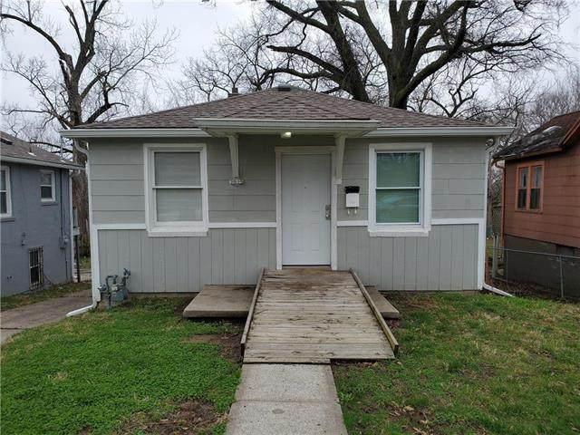 3935 Jackson Avenue, Kansas City, MO 64131 (#2213894) :: Edie Waters Network