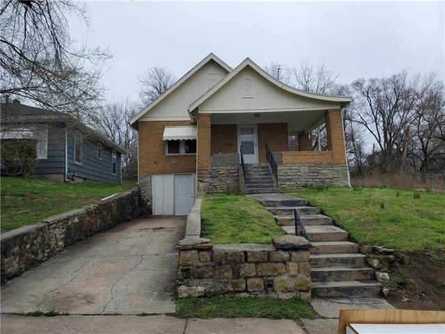 5311 Michiga Avenue, Kansas City, MO 64131 (#2213895) :: Edie Waters Network