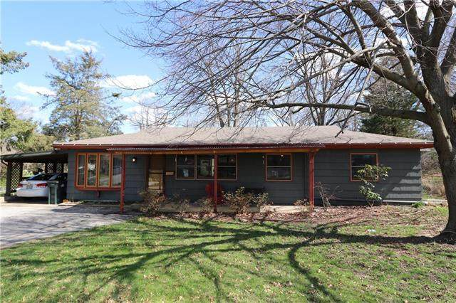 6003 N Virginia Avenue, Gladstone, MO 64118 (#2213952) :: Dani Beyer Real Estate