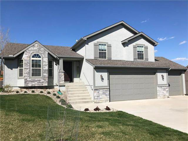 4504 NE 67th Street, Kansas City, MO 64119 (#2213982) :: Dani Beyer Real Estate