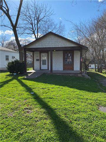 1612 S Harris Avenue, Independence, MO 64052 (#2214058) :: Kedish Realty Group at Keller Williams Realty