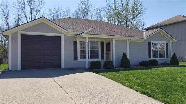 213 SW Creek Ridge Drive, Grain Valley, MO 64029 (#2214241) :: House of Couse Group