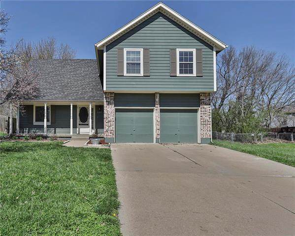 1207 Maple Lane, Pleasant Hill, MO 64080 (#2214316) :: Five-Star Homes