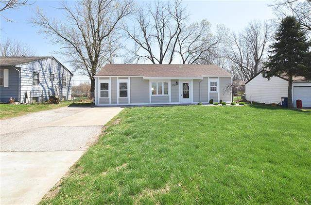 6921 N Campbell Street, Gladstone, MO 64118 (#2214318) :: Ask Cathy Marketing Group, LLC