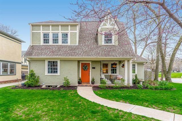 6449 Wornall Terrace, Kansas City, MO 64113 (#2214361) :: House of Couse Group
