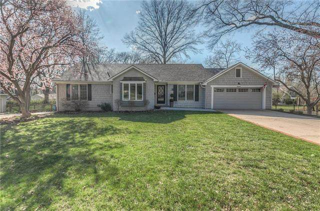 8404 Meadow Lane, Leawood, KS 66206 (#2214495) :: House of Couse Group