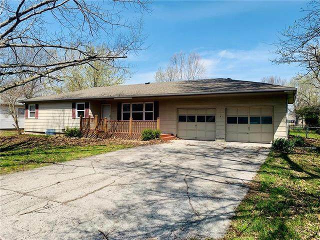 411 E Locust Street, Drexel, MO 64742 (#2214621) :: Beginnings KC Team