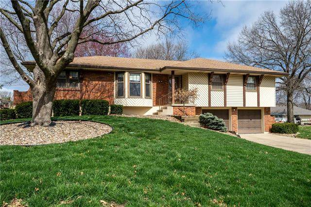 405 NW Palmer Drive, Blue Springs, MO 64014 (#2214744) :: Beginnings KC Team