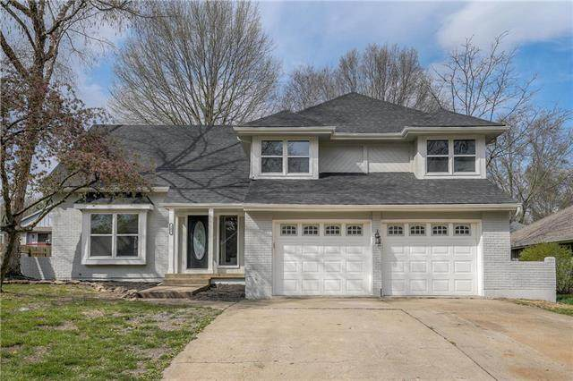 202 NE Country Lane, Lee's Summit, MO 64086 (#2214827) :: Ask Cathy Marketing Group, LLC