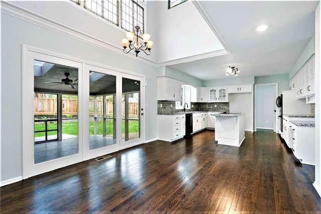 4300 W 125th Terrace, Leawood, KS 66209 (#2214883) :: NestWork Homes
