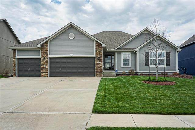 3204 SW Haley Lane, Lee's Summit, MO 64082 (#2214898) :: House of Couse Group