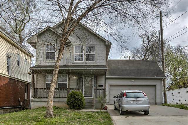 2108 E 11 Street, Kansas City, MO 64127 (#2214934) :: The Gunselman Team