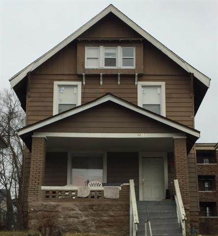 3217 E 32nd Street, Kansas City, MO 64128 (#2215046) :: Audra Heller and Associates