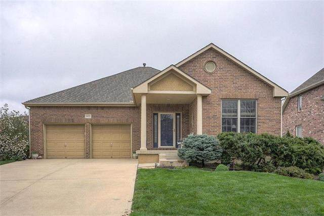 16022 S Locust Street, Olathe, KS 66062 (#2215117) :: The Shannon Lyon Group - ReeceNichols