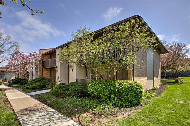 439 W 104 Street C, Kansas City, MO 64114 (#2215120) :: Austin Home Team