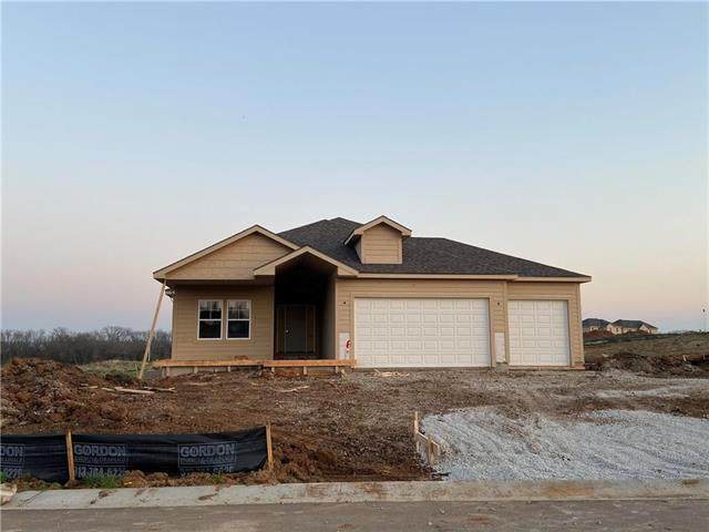 5833 Belmont Drive, Shawnee, KS 66226 (#2215259) :: House of Couse Group