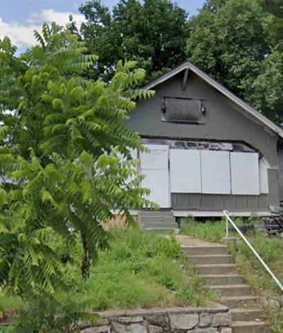 4110 E 6th Street, Kansas City, MO 64124 (#2215263) :: The Shannon Lyon Group - ReeceNichols