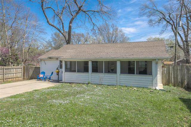 5509 Woodson Street, Mission, KS 66202 (#2215281) :: House of Couse Group