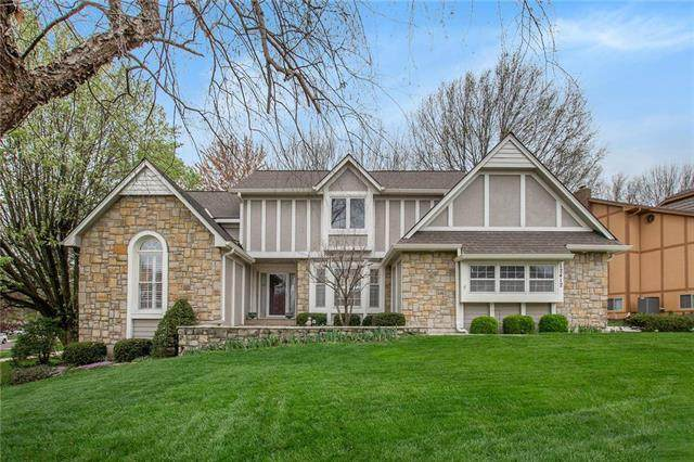 12412 Russell Street, Overland Park, KS 66209 (#2215312) :: House of Couse Group
