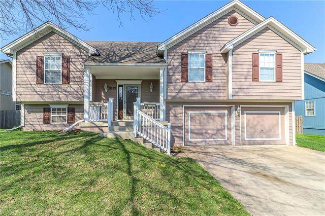 1012 SE Country Lane, Lee's Summit, MO 64081 (#2215402) :: House of Couse Group