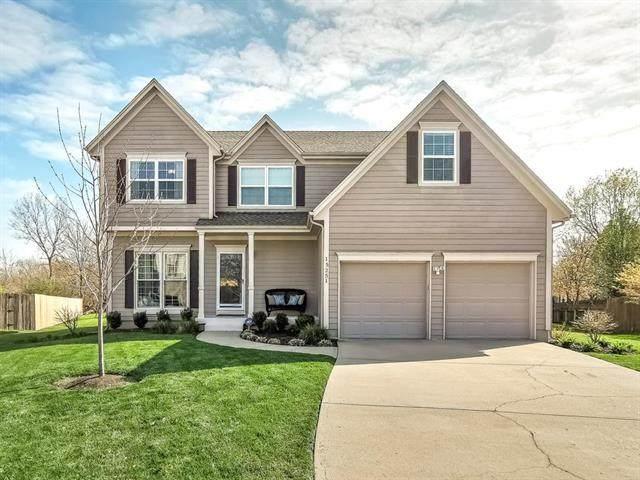 15251 S Wyandotte Drive, Olathe, KS 66062 (#2215417) :: House of Couse Group