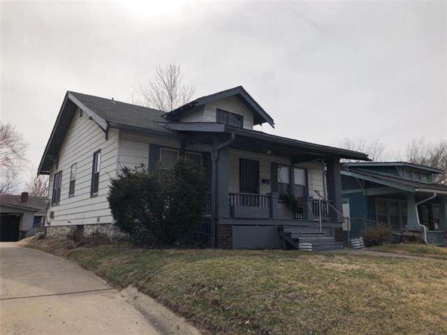 3903 E 39th Street, Kansas City, MO 64130 (#2215429) :: The Gunselman Team