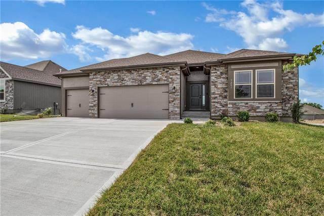10831 N Crystal Avenue, Kansas City, MO 64156 (#2215687) :: Audra Heller and Associates
