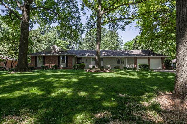 9724 Wenonga Lane, Leawood, KS 66206 (#2216546) :: Ron Henderson & Associates