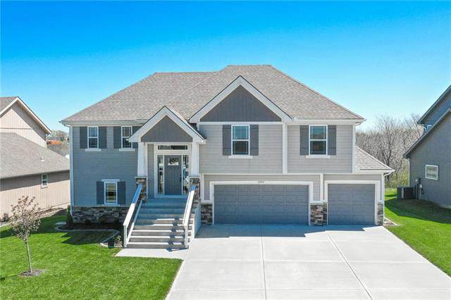13507 Forest Oaks Drive, Smithville, MO 64089 (#2217156) :: House of Couse Group