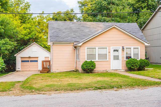933 S Pope Avenue, Independence, MO 64050 (#2218215) :: House of Couse Group