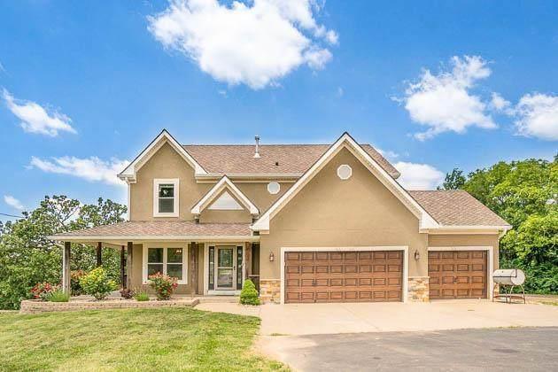 414 S 98th Street, Edwardsville, KS 66111 (#2218219) :: House of Couse Group