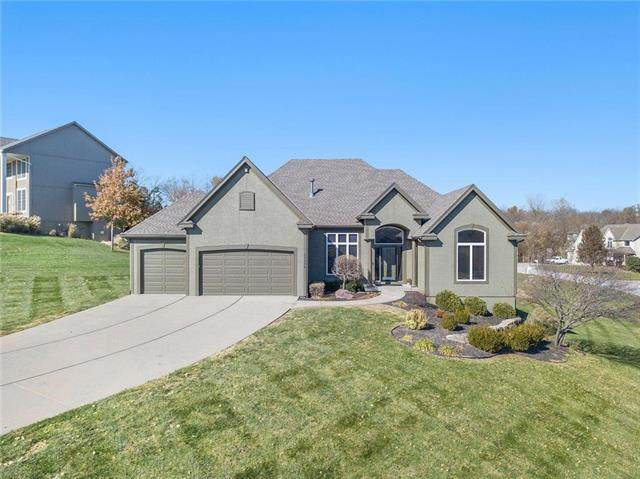 11104 Winchester Drive, Kansas City, KS 66109 (#2219414) :: House of Couse Group