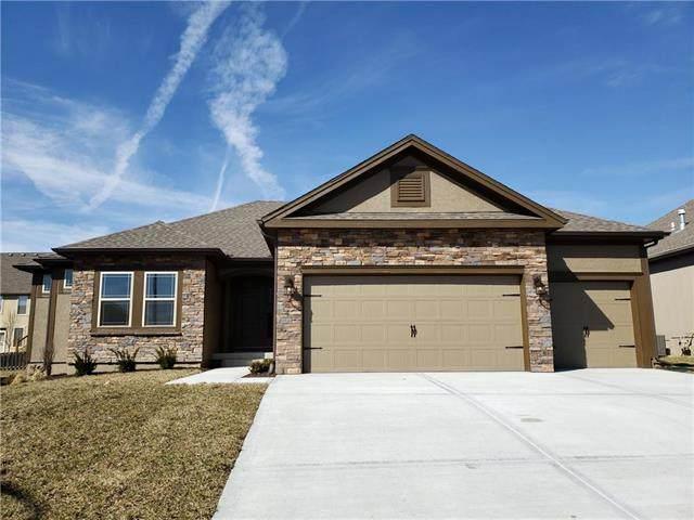 10825 N Crystal Avenue, Kansas City, MO 64156 (#2219680) :: Audra Heller and Associates