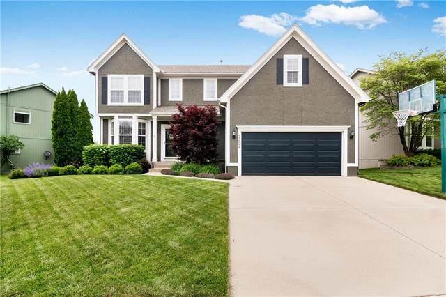 13204 W 137 Place, Overland Park, KS 66221 (#2219905) :: Ron Henderson & Associates