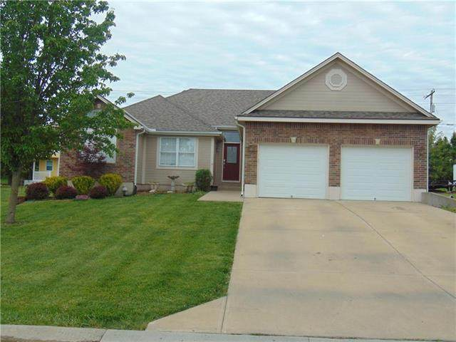 2500 Twin Oaks Drive, Harrisonville, MO 64701 (#2219979) :: House of Couse Group