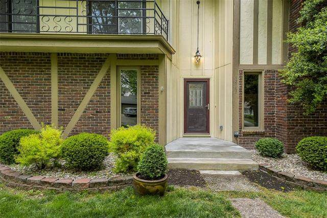 12767 Overbrook Road, Leawood, KS 66209 (#2220296) :: The Shannon Lyon Group - ReeceNichols