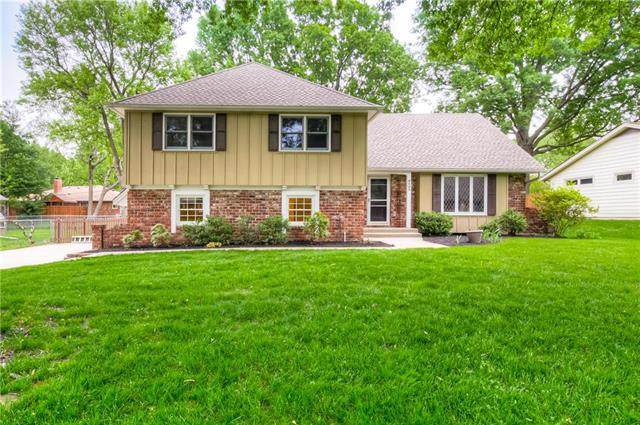 6403 Beverly Drive, Mission, KS 66202 (#2220914) :: House of Couse Group