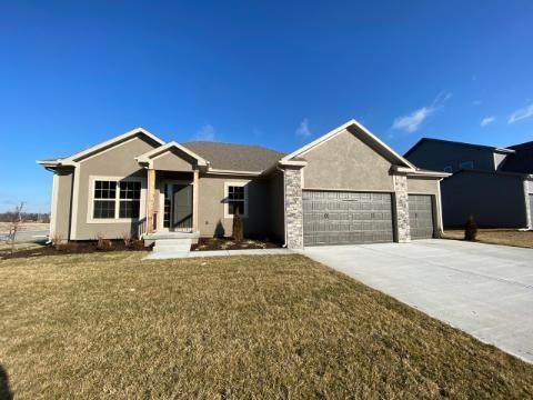 845 SE Hillside Circle, Blue Springs, MO 64014 (#2221318) :: Audra Heller and Associates