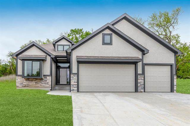 1400 NW Hickory Ridge Court, Grain Valley, MO 64029 (#2221342) :: Audra Heller and Associates