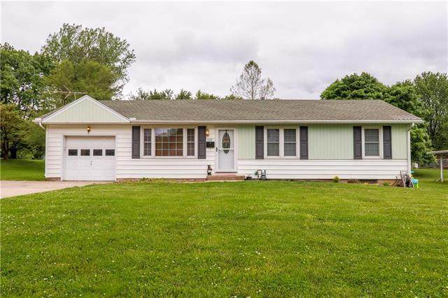 110 Crest Drive, Excelsior Springs, MO 64024 (#2221432) :: Ron Henderson & Associates