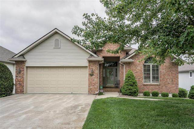 3321 S Victoria Drive, Blue Springs, MO 64015 (#2221465) :: The Gunselman Team