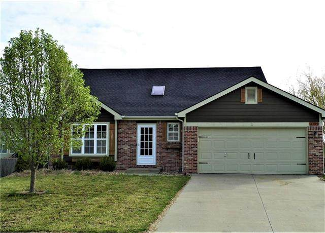 2109 Willow Bend Drive, Tonganoxie, KS 66086 (#2221528) :: The Shannon Lyon Group - ReeceNichols