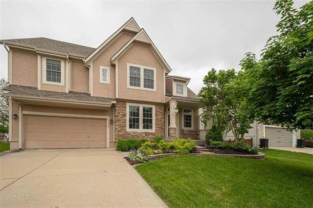 15533 S Summertree Lane, Olathe, KS 66062 (#2221576) :: The Shannon Lyon Group - ReeceNichols