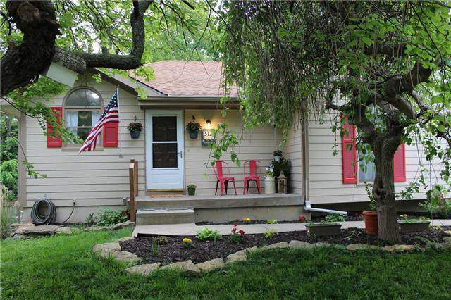 512 Maple Street, Liberty, MO 64068 (#2221902) :: Eric Craig Real Estate Team