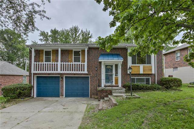 3028 NW Castle Drive, Blue Springs, MO 64015 (#2222100) :: House of Couse Group
